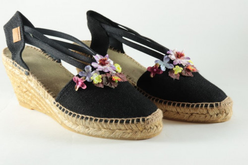 Women espadrilles with bands and Flowers